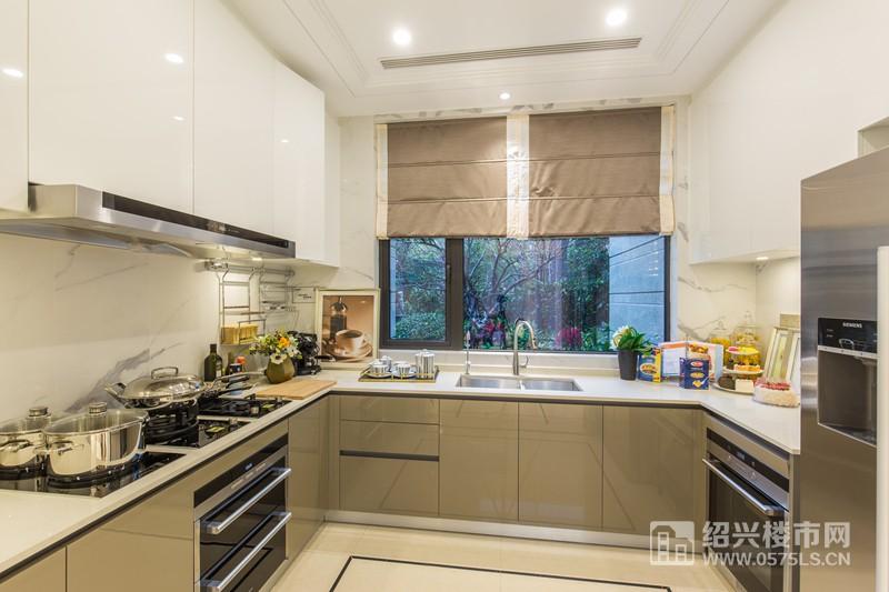 世茂天樾237�O排屋样板房厨房