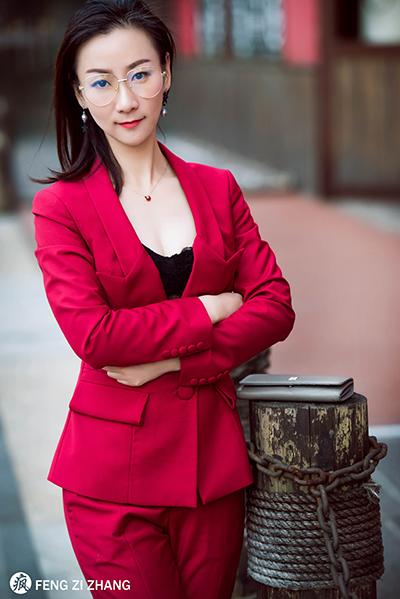 江上澜庭项目营销总监骆茸茸