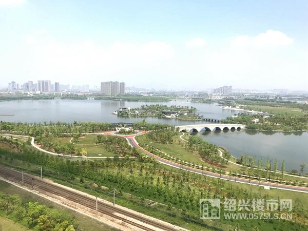 梅龍湖實景圖