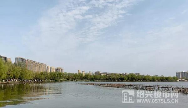 瓜渚湖周边楼盘林立