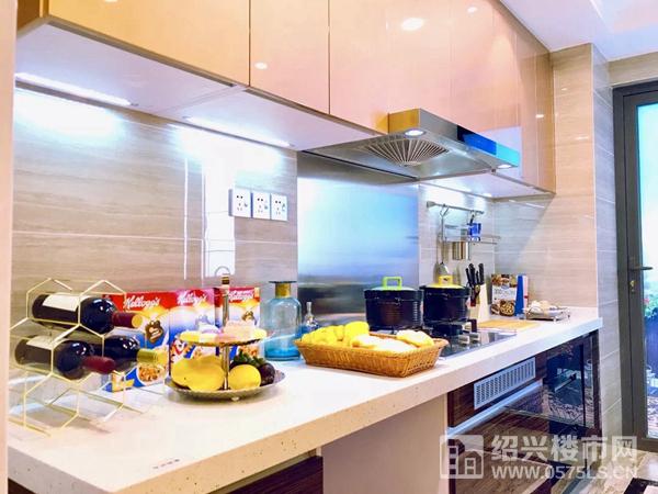 建面约165�O样板房厨房实景图