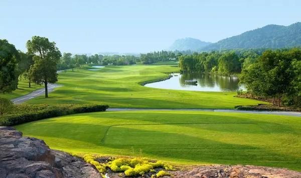 鉴湖高尔夫球场(图片来自于网络)