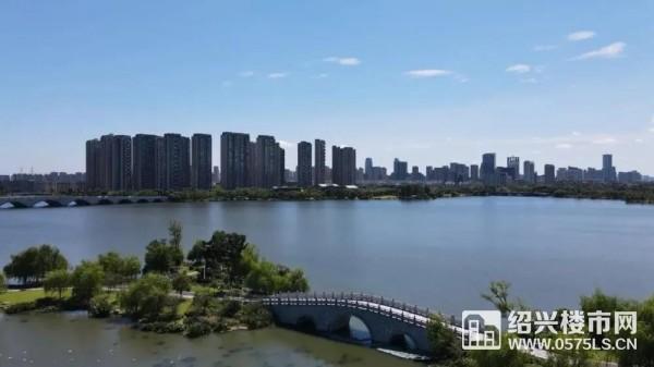 (大小坂湖 实景图)